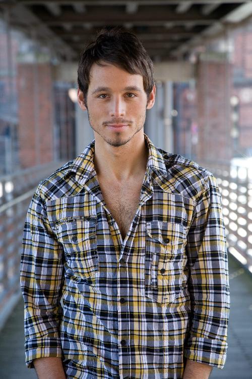 Danijel Peric - Schauspieler - Legere Hemd